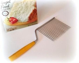Vintage Angel Food Cake Slicer - Sculptured Butterscotch Lucite Handle