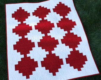 "Classic LogCabin Wall Quilt, Modern Quilt, Art Quilt, Home Decor, Red and White Quilt, Courthouse Steps, 34"" x 42"""