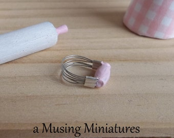 Dollhouse Miniature Pink Pasty Blender in 1:12 Scale for Shabby Kitchen or Bakery Diorama
