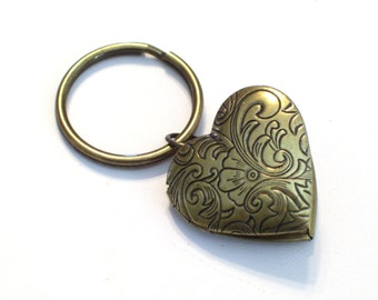 Heart Locket Key Chain, Art Nouveau Locket, Floral Tapestry Locket, Brass Heart Locket, Antiqued Brass Plated Key Ring