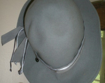 "Vintage Womans Felt Hat: ""Fedoria"""