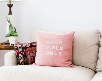 GOOD VIBES ONLY // Linen Quote Pillow // Modern Heirloom
