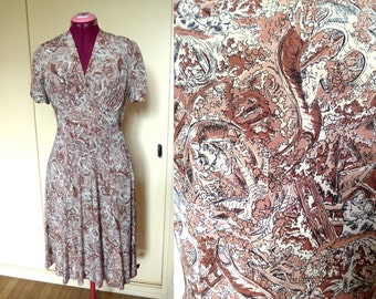 Stunning WWII 1940's Silk Dress, Beautiful Novelty Print and Princess Cut - Size XS-S