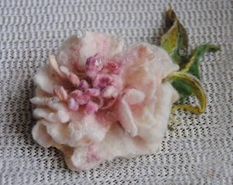 Felted flower brooch. Pink flower. Vintage style.. Felt flower pin,Felted wool flowers. Felt brooch. wool flowers. Gift for her