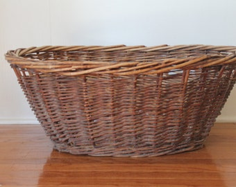 Vintage Large Willow Wicker Basket // French Country Farm House Laundry Basket // Aged Patina