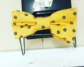 Yellow spotted classic bow tie