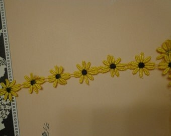 """Lace Daisy Trim, 1"""" Wide, Bright Yellow and Black (1 yd)"""