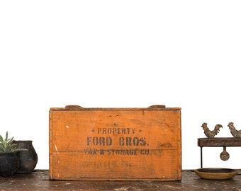 Vintage Home Decor / 1930's / Primitive Wooden Storage & Supply Box / Antique Storage Box With Lid