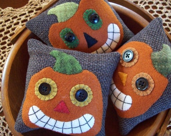 Vintage-Inspired Jack-O-Lantern Bowl Filler Pillow Tucks
