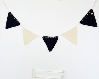 Black and White Bunting Garland Flags to Decorate Kids Room Baby Room Living Room Wall Decoration