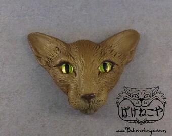 Oriental cat face brooch – Havana