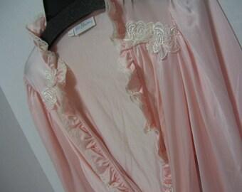 Miss Elaine Wrap Kimono Long Robe Peachy Pink with Ruffle Collar Lingerie Treasury Resort Cruise Wear Dressing Gown Size Medium