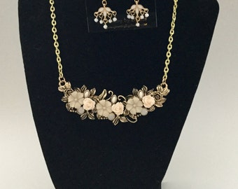 pink and white flower bib necklace