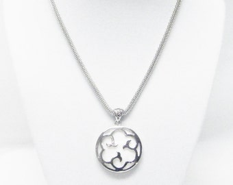 Round Mother of Pearl &Silver Plated Pendant Necklace