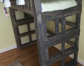 pallet queen bed with side rails by thegreenpalette on etsy. Black Bedroom Furniture Sets. Home Design Ideas