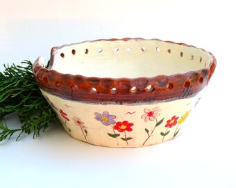 Ceramic Bread Bowl Earthenware with white glaze and handpainted Daisies