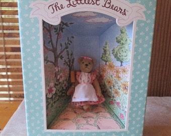 1984 Gund  The Littlest Bears  7001 Mother with Garden Spade