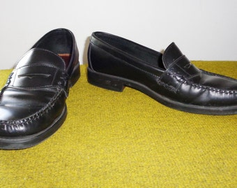 Vtg BASS Classic Black Semi PATENT LEATHER Penny Loafers, 8.5