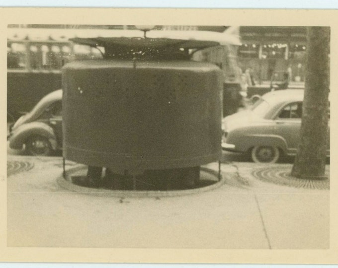 Pissoir, 1957 Vintage Snapshot Photo (66471)