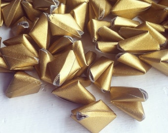 100 metallic gold paper origami heart love messages - wedding - Free worldwide shipping - wedding favour - table confetti serving and dining