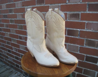 Ladies Western Style Boots by Dingo