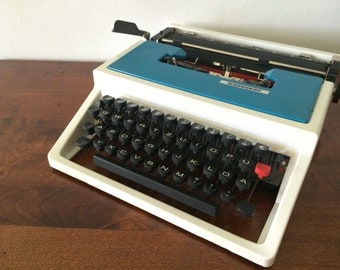 Vibrant Teal & off-White Mercedes Manual Typewriter - Good condition - Turquoise Home Decoration