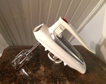 Cool Streamlined Vintage 1960s Mid-Century General Electric White GE 3 Speed Kitchen Hand Mixer Cat. No. 20M47