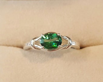 Sterling Silver and Green Quartz Knot Ring Size 7