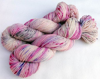 Handpainted Sock Yarn, 75 Wool  superwash, 25 Nylon 100g 3.5 oz.  Nr. 585
