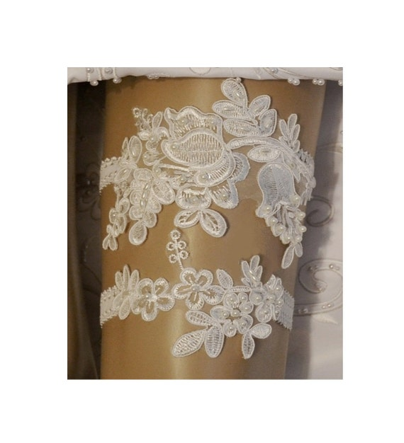 Vintage Lace Wedding Garter Set: Wedding Garter Elegant Ivory Venice Lace By SpecialTouchBridal