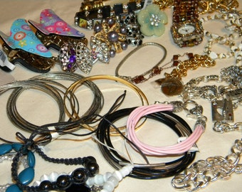 HUGE Wholesale, Resale (MA4) New-to- Refurbish lot of Great quality Necklaces and Jewelry items High Fashion lot