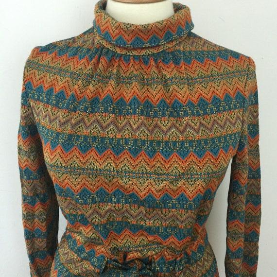 Mod dress striped acrylic shift dress UK 12 14 high neck gold lamè zig zag knitted scooter girl sparkly northern soul