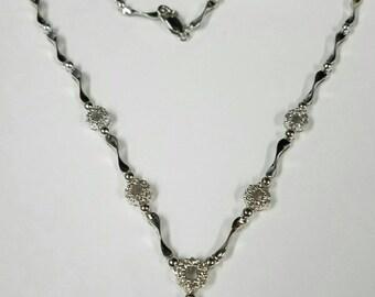 14kt white gold beautifull diam.85ct neckless