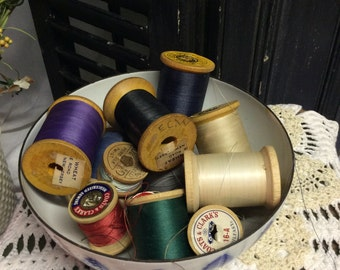 Lot of Vintage Thread/Wooden Spools