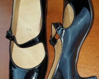Beautiful Restored Patent Maryjanes with low heel size 37eu