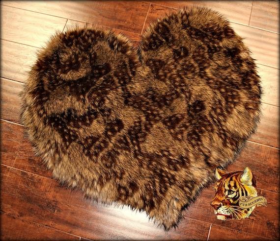 Plush Faux Fur Heart Shape Area Rug / Medium Wolf / By