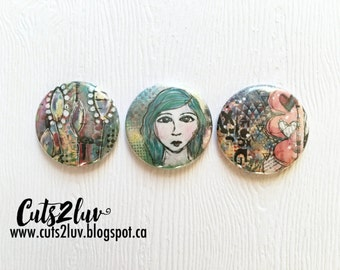 "3 badges 1 ""face Mixed Media"