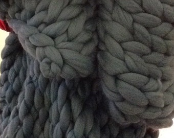 SALE! Super chunky knit merino wool blanket 40x110 inches. 60+ colours available