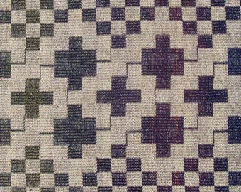 Linked Squares on Checkerboard in Natural and Blue Variations