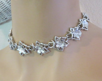 CORO Signed Silver Floral Leaf Choker Necklace - Vintage Ladies Jewelry