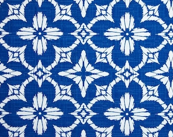 Indoor / Outdoor Weather Resistant Fabric By The Yard - Richloom Aspidoras Cobalt / Royal and White Geometric Sunburst