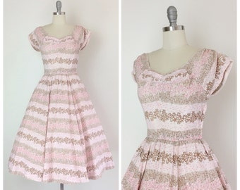 50s Floral Print Cotton Dress / 1950s Vintage Sun Summer Day Dress / Medium / Size 6