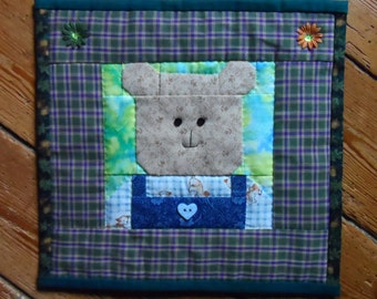 Bear quilt : 100% Hand sewn wall hanging