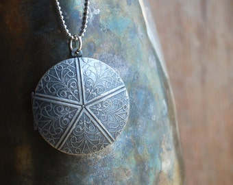 Simplicity . Locket antique silver