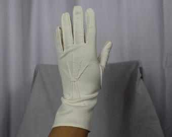 Long vintage white gloves with stitching detail