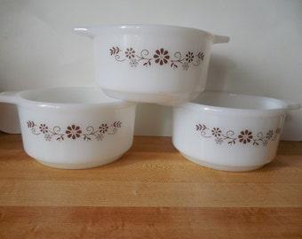"""Pyrex dish vintage milk glass Dynaware Pyr-o-rey small casserole bowls brown floral daisies 3 Pyr-O-Rey 6"""" handled bowls custard bowls Daisy"""