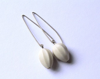 White Porcelain Earrings - Teardrop Seeds