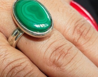 Big Gemstone Ring with an oval shaped Malachite Cabochon Sterling Silver 925 size 10 (GR59)