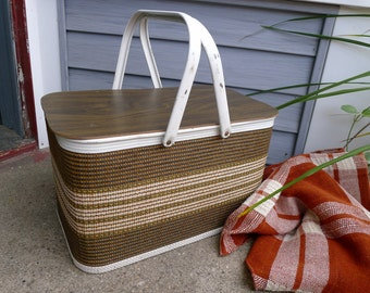 Brown and white woven picnic basket - Redmon