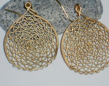 gold round filigree earrings, filigree hoop earrings, gold circle earrings, dangle hoops, everyday jewelry, minimalist